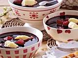 Fliederbeersuppe mit Mandel-Grießnocken Rezept