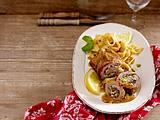 Florentiner Schweineröllchen mit Pistazien-Käse-Füllung Rezept