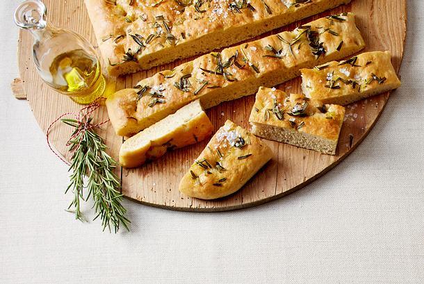 Focaccia mit Olivenöl und Rosmarin Rezept