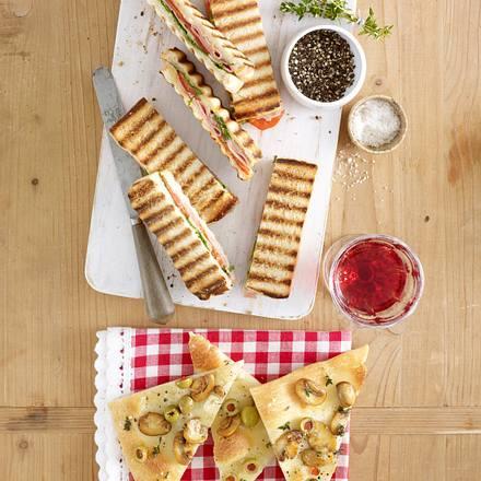 Focaccia mit Pilzen und Oliven Rezept