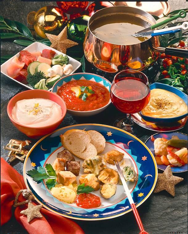 fleisch gem se fondue mit drei dips rezepte suchen. Black Bedroom Furniture Sets. Home Design Ideas