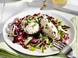 Forellenmousse-Nockerln auf Radicchio-Gurkensalat Rezept
