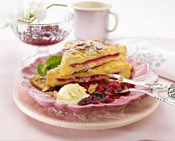 French-Mandel-Toast mit roter Grütze und Vanilleeis Rezept