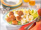 Frikadellen auf Kartoffelsalat Rezept