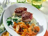 Frikadellen mit Balsamico-Möhren und Kräuter-Püree Rezept
