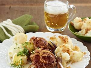 Frikadellen mit Röstzwiebeln und Béchmalkartoffeln Rezept