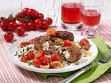 Frikadellen mit Schafskäsefüllung, Reis und geschmolzenen Tomaten Rezept