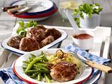 Frikadellen zu Röstzwiebel-Kartoffelpüree und grünen Bohnen (Camping) Rezept
