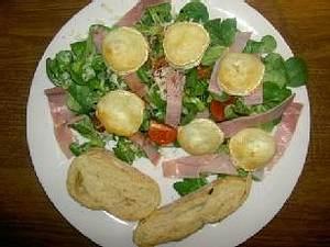 Frischer Feldsalat mit geröstetem Ziegenkäse und Ciabatta Rezept
