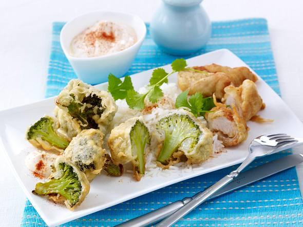 Frittierte Brokkoliröschen und Hähnchen-Nuggets mit Joghurt-Dip und Basmatireis Rezept
