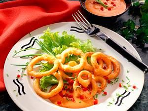 Frittierte Zwiebelringe mit Paprika-Quark Rezept