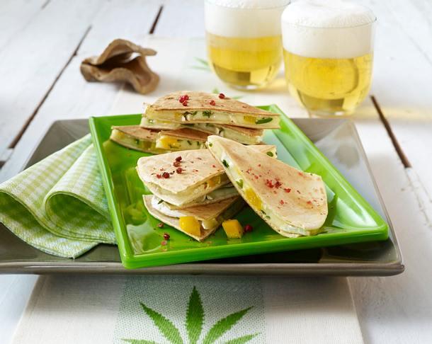 Fruchtige Brie-Tortillas mit Mango Rezept