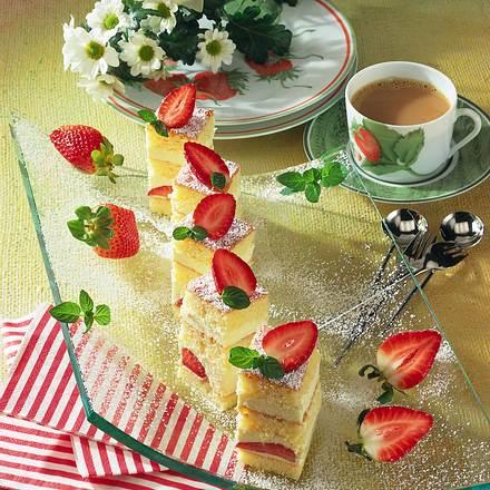 Fruchtige Mascarpone-Erdbeer-Schnitten Rezept
