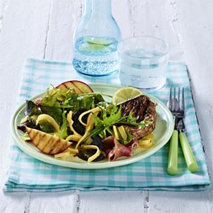 Fruchtiger Frühlingssalat mit Schinken und Gouda Rezept