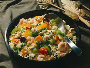Fruchtiger Reissalat mit Krabben Rezept