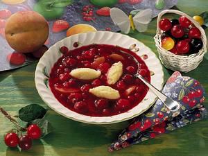 Fruchtsuppe mit Grießklößchen Rezept