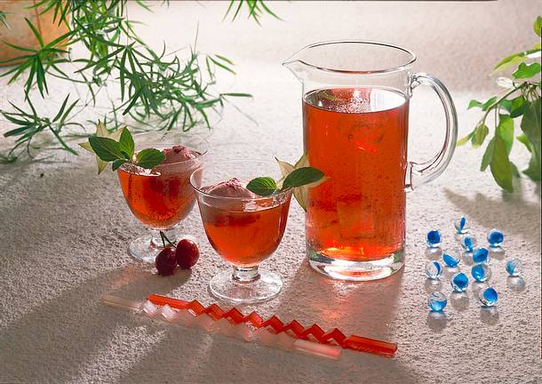 Früchtetee mit Kirschsorbet Rezept