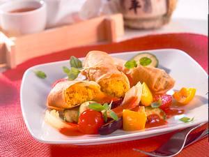 Frühlingsrollen mit Couscousfüllung auf Ratatouille-Gemüse Rezept