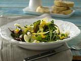 Frühlingssalat mit Ei-Vinaigrette Rezept