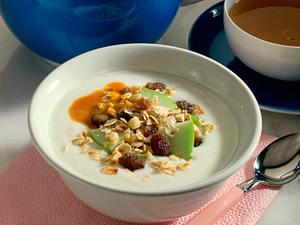 Frühstück Müsli mit Joghurt Rezept