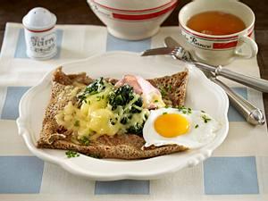 Galettes completes (Bretonische Pfannkuchen mit Spiegelei, Käse und Schinken) Rezept