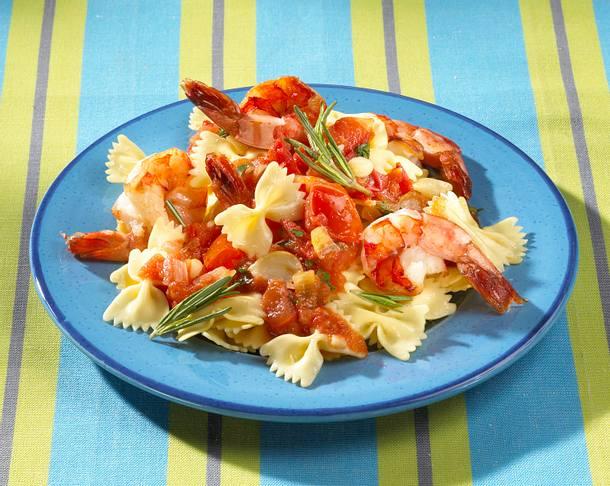 Garnelen in Tomatensoße zu Farfalle Rezept