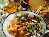 Gebackene Käsestangen zu Blattsalat Rezept