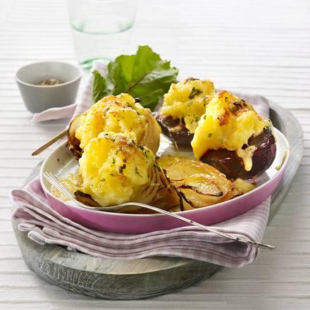 Gebackene Rote bete und Gemüsezwiebel mit Kartoffelpüree-Haube Rezept