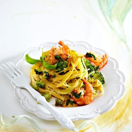 Gebackene Spaghetti-Gemüse-Nester mit Garnelen Rezept