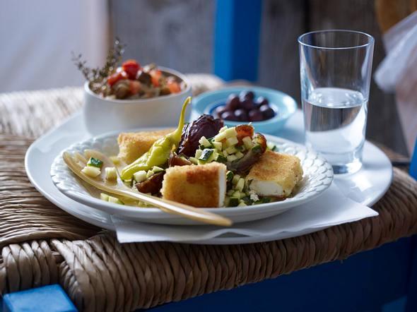 Gebackener Feta mit Dattel-Zucchini-Salat Rezept