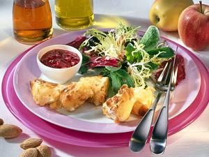 Gebackener Mandel-Camembert auf Winter-Salat mit Preiselbeer-Apfel-Vinaigrette Rezept