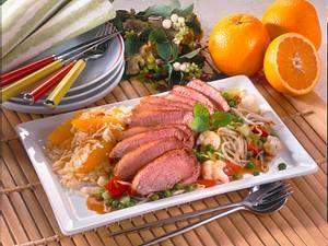 Gebratene Entenbrust mit Asia-Gemüse und Orangen-Mandelreis Rezept
