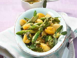 Gebratene Gnocchi und Spargel mit Butter und Salbei Rezept