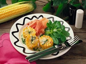 Gebratene Maisräder mit Feldsalat und Parmaschinken Rezept