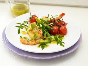 Gebratene Riesengarnelen auf Rauke-Avocado-Salat mit Kirschtomaten in Chili-Basilikum-Vinaigrette Rezept
