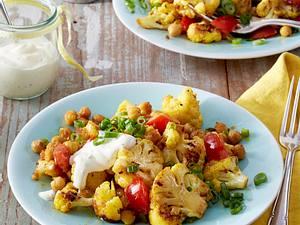 Gebratener Blumenkohlsalat mit Curry-Joghurtsoße Rezept
