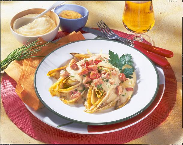 Gebratener Chicoree mit Kasseler-Senf-Rahm Rezept