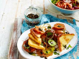 Gebratener Käse mit buntem Tomatensalat Rezept