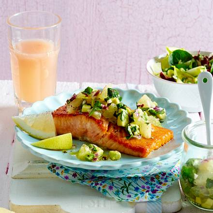 gebratener lachs mit avocado grapefruit salsa rezept lecker. Black Bedroom Furniture Sets. Home Design Ideas