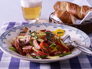 Gebratener Leberkäse-Salat mit Honig-Senf-Vinaigrette Rezept