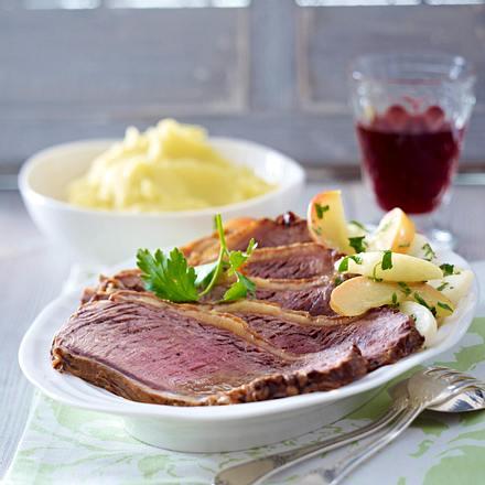 Gebratener Tafelspitz mit Kohlrabi-Apfelgemüse und Kartoffel-Meerrettich-Püree Rezept