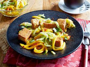 Gebratener Tofu mit Gurken-Mango-Chili-Salat Rezept