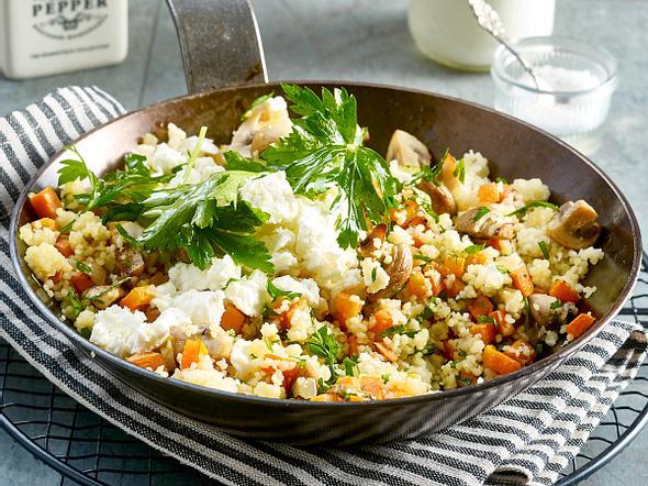 Gebratenes Gemüse mit Couscous, Schafskäse und Joghurt Rezept