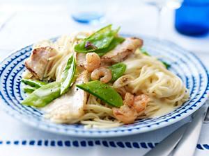 Gebratenes Steinbeißerfilet mit Garnelen-Sahne-Soße auf Spaghettini Rezept