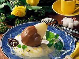 Gedünstete Birne mit Schokoladenüberzug Rezept