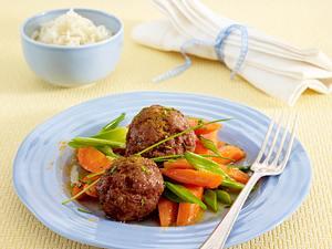 Geflügel-Frikadellen mit Curry-Möhren und Reis Rezept