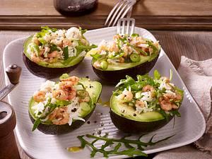 Gefüllte Avocado mit Reis-Krabbensalat Rezept