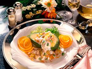 Gefüllte Avocadohälften mit feinem Geflügelsalat Rezept