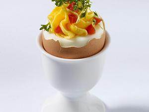 Gefüllte Eier mit eingelegter Paprika und Kresse Rezept