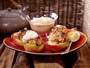 Gefüllte geschmorte Bratäpfel mit Baileys-Sahne Rezept